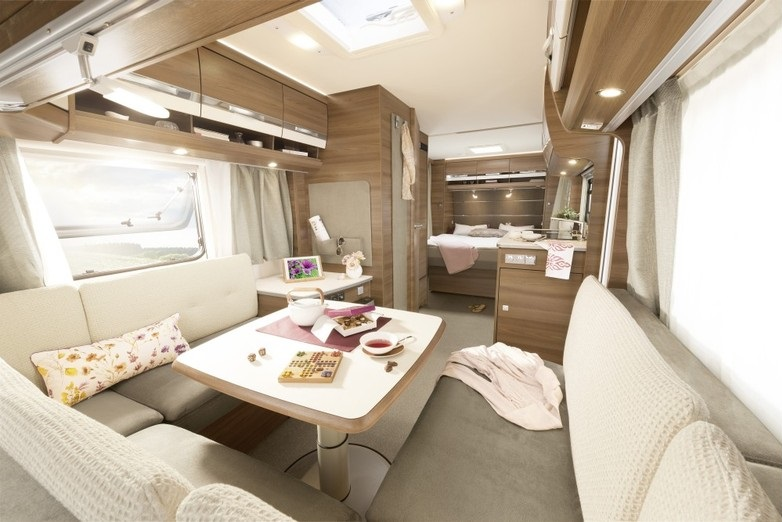 met zijn elegante interieur een omvangrijke standaarduitvoering en zijn stijlvolle details is hij de perfectie caravan voor de veeleisende kampeerder
